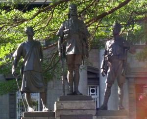 Nairobi African Memorial - statues